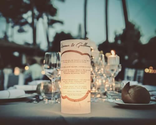 Belle photo de nuit d'un mariage à Cap Golf