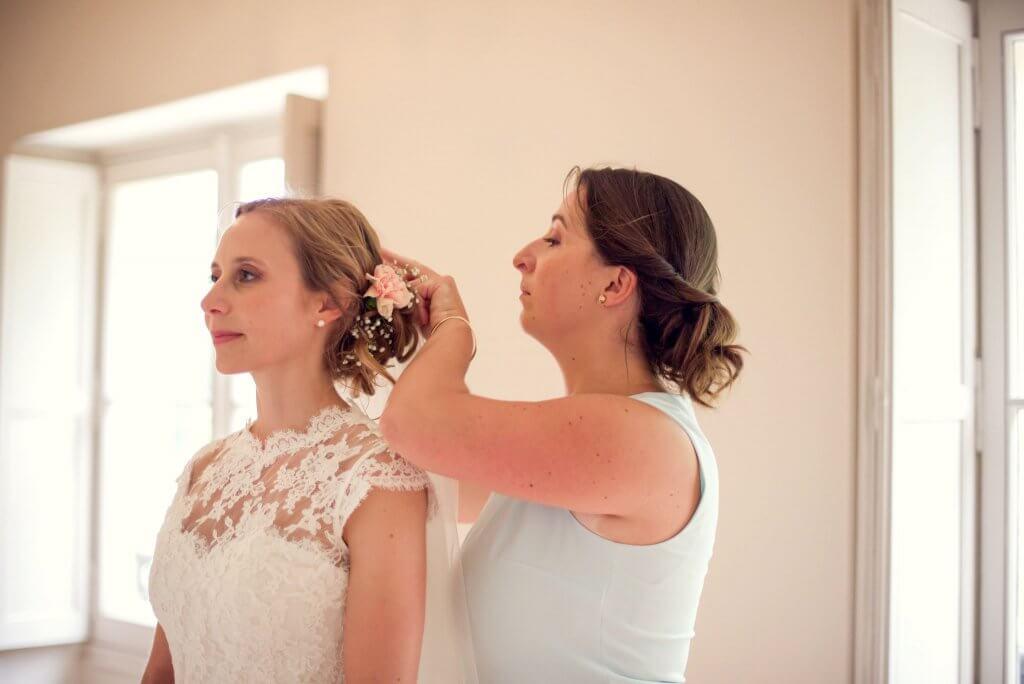 Une demoiselle d'honneur (bridemaid) pour la mariée