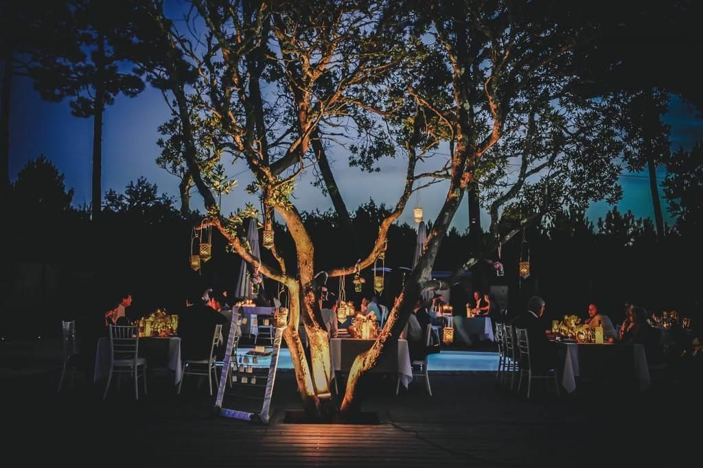 mariage à Cap Golf, avec des lumières tamisées