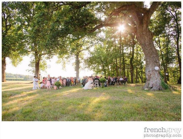 cérémonie laïque d'engagement non religieuse dans le parc d'un chateau