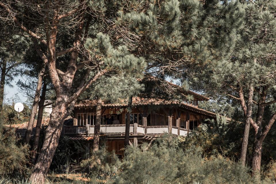 La cabane pour le mariage de vos rêves, au milieu des pins, face à l'océan