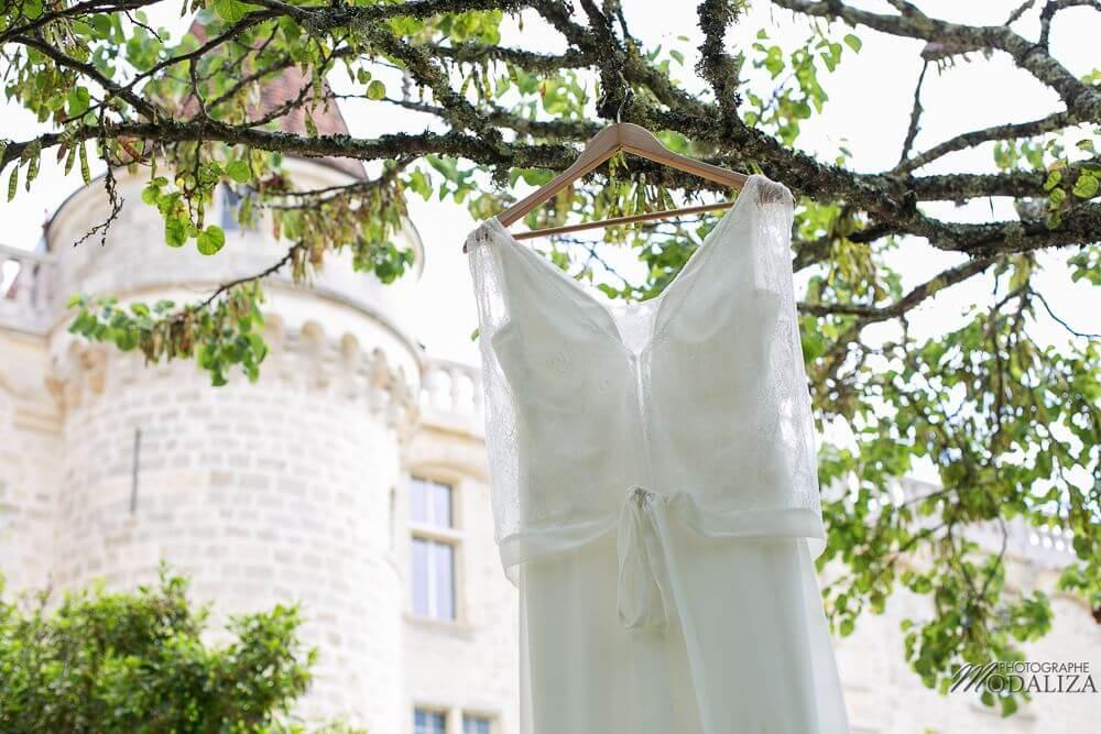 preparatifs-mariee-bride-robe-dentelle
