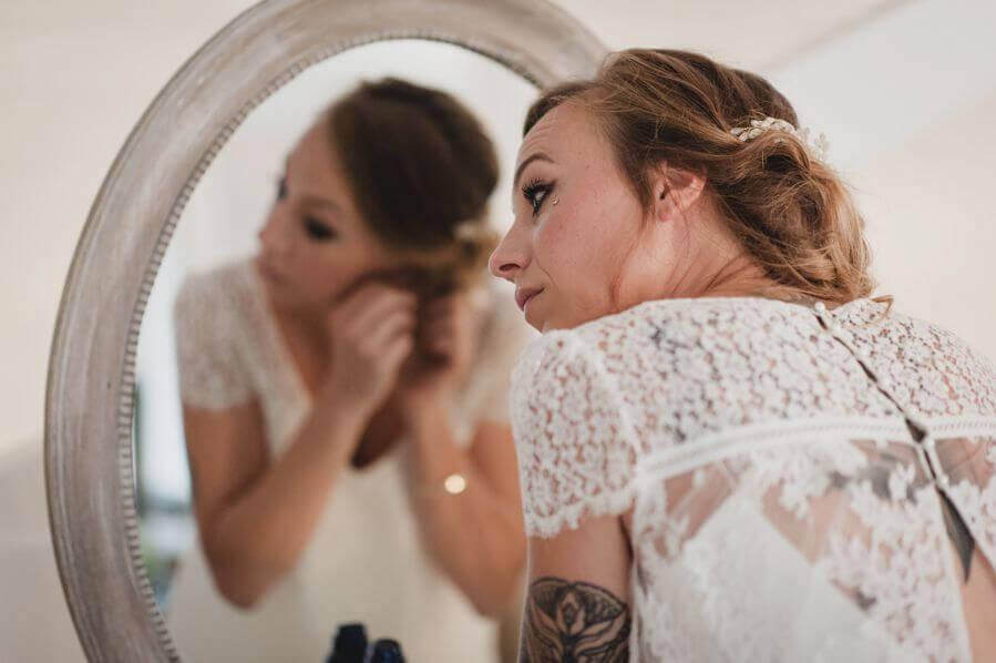 retouches, robe de mariée et préparation by Weday's