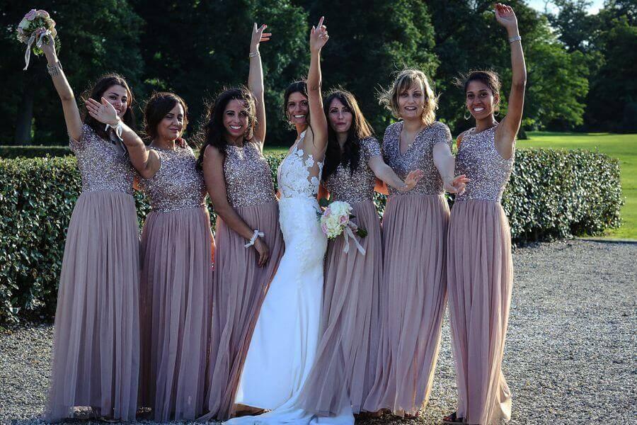 Les bridemaids et les groomsmen assortis, costumes et robes de demoiselles d'honneur by Weday's