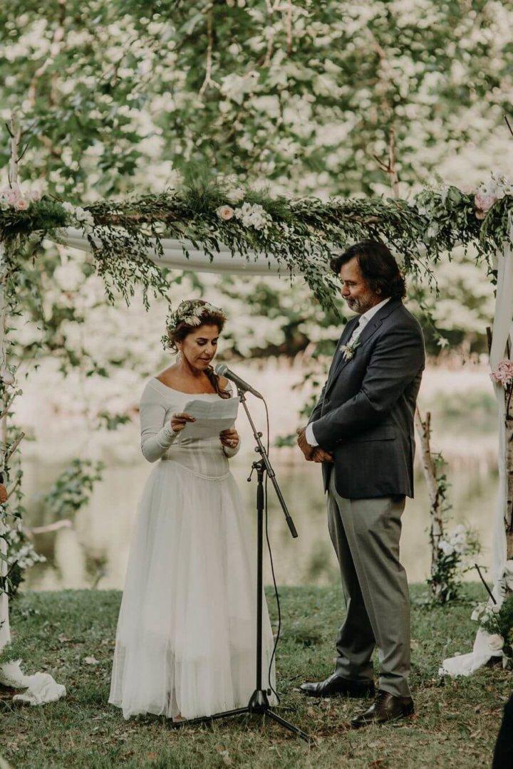 lecture du discours de mariage pendant la cérémonie laïque by Weday's