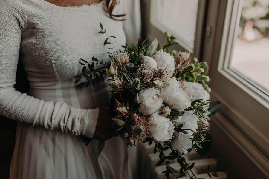 Une mariée au bouquet idyllique by Weday's