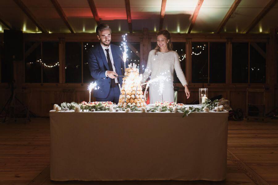 Le gâteau de mariage est un moment fort du repas de mariage by Weday's
