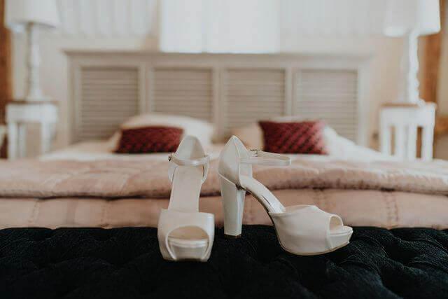 mieux vaut prévoir des escarpins confortables dans lesquels tu pourras passer une journée entière sans souffrir ...