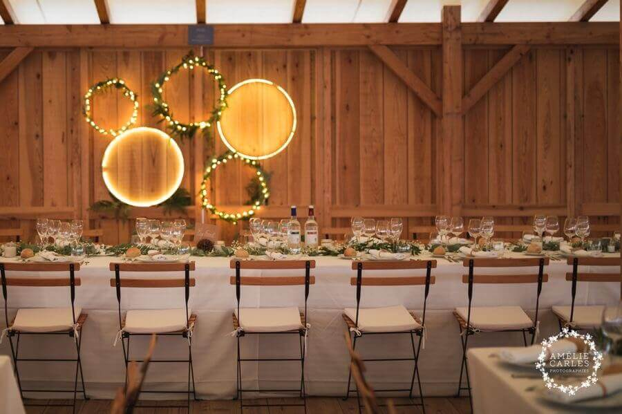 Pour un mariage unique en Nouvelle Aquitaine, il faut : un endroit extraordinaire, comme par exemple la Cabane Bartherotte et une décoration suspendue